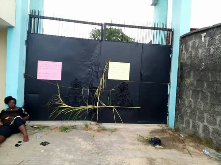 Photo of PHOTOS: Angry Protesters Block All Roads Leading to the Niger Delta University (NDU)