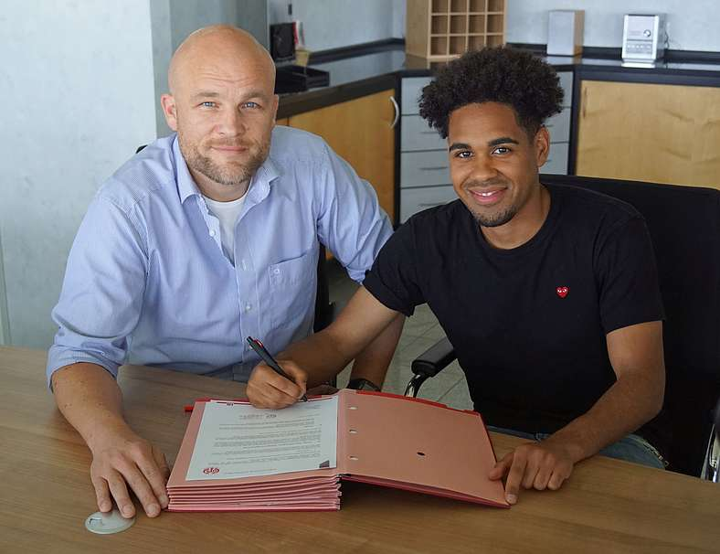 Photo of Transfer News: Phillipp Mwene joins Mainz from Kaiserslautern