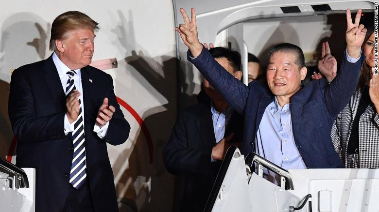 Photo of Donald Trump Welcomes U.S. Detainees Released from North Korea