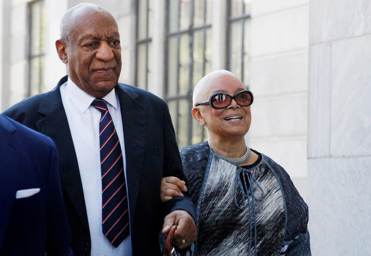 Photo of Bill Cosby's Wife Reportedly Files For Divorce After 54 Years Of Marriage