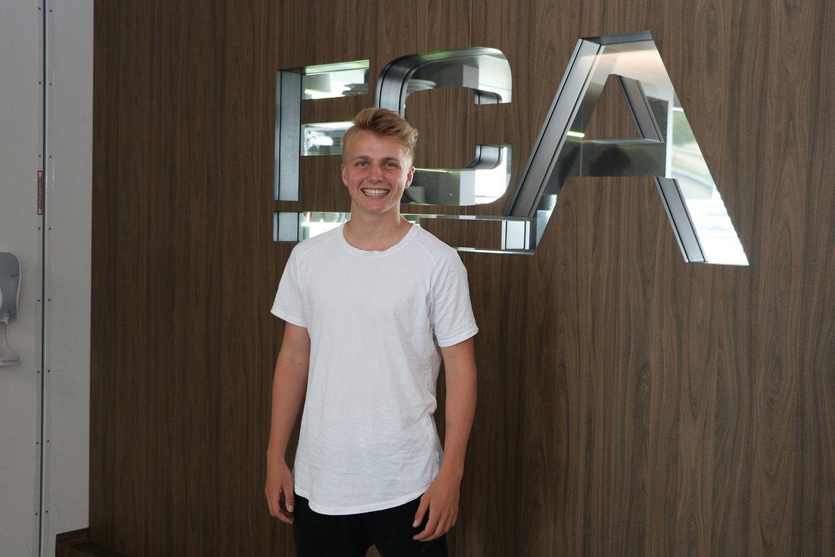 DfAPLlGW4AAvx8y - Transfer News: Felix Götze joins Augsburg from Bayern München