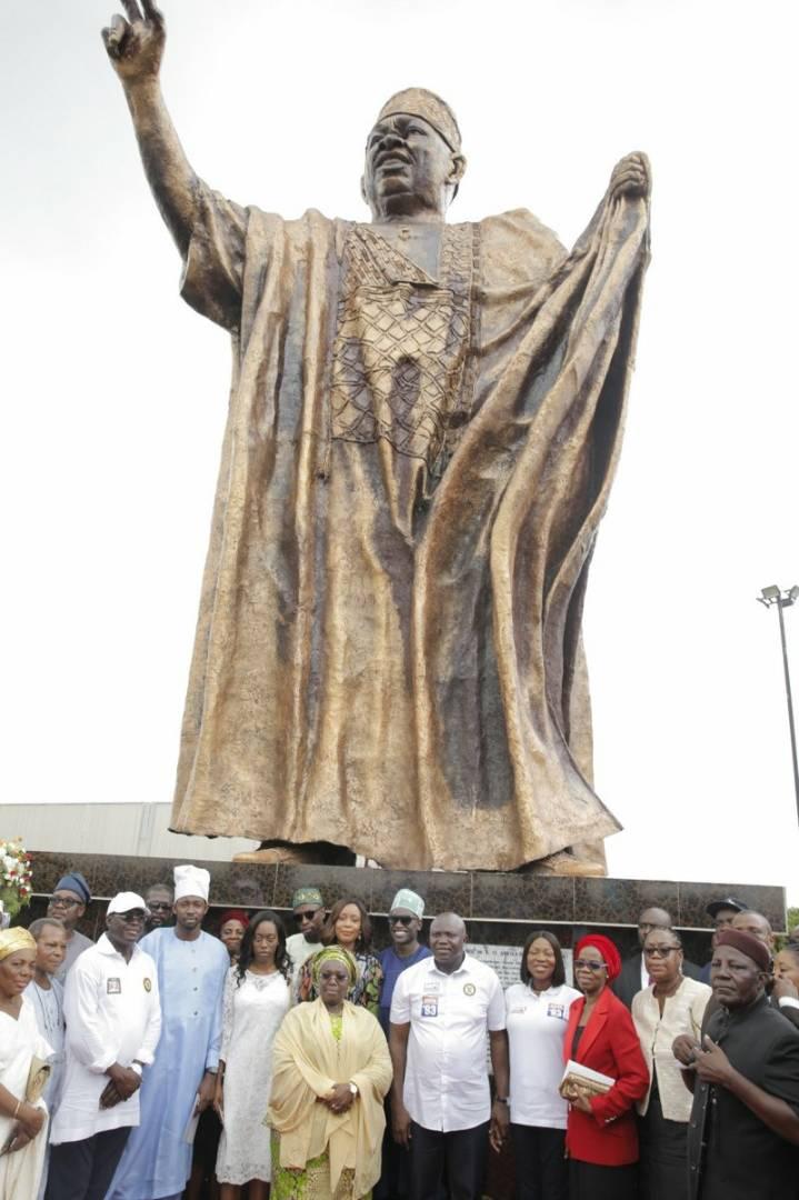 Dffqvq6XkAAv yv - Ambode Unveils MKO Abiola Statue In Ketu, Lagos State