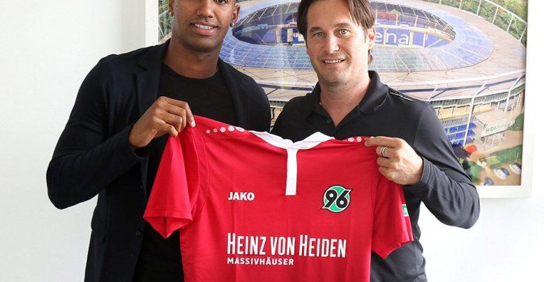 Photo of Transfer News: Hamburg midfielder, Walace joins Hannover 96