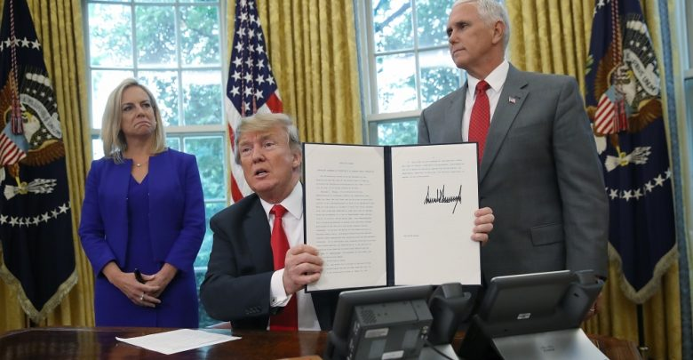 Photo of Donald Trump Signs Executive Order to keep Children, Parents Together at Border