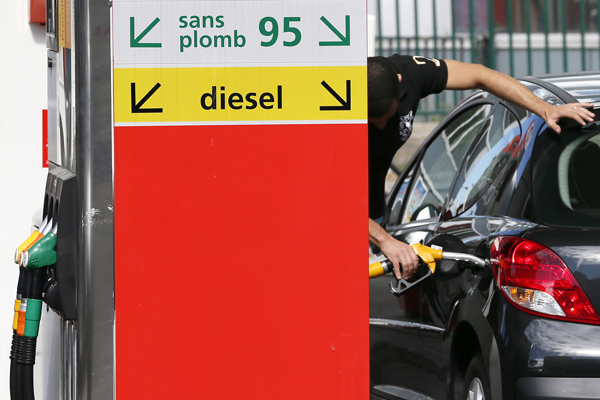 Photo of UK Plans to Ban Sales of Diesel, Petrol Cars