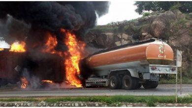 Trailer fuel tanker accident on Minna Suleja road1 390x220 - PHOTOS: Trailer, Fuel Tanker Collide at Malankaro on Suleja-Minna Road