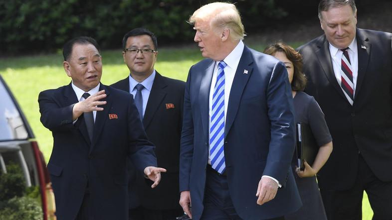 Photo of Donald Trump Confirms June 12 Meeting with Kim Jong Un in Singapore