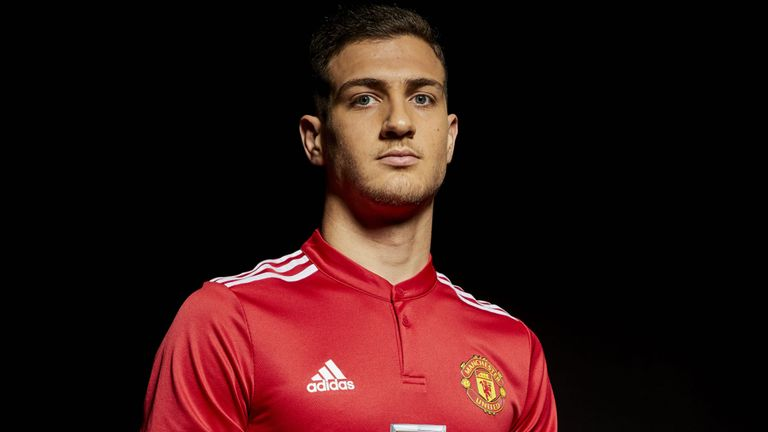 Photo of Transfer News: Diogo Dalot joins Manchester United from Porto