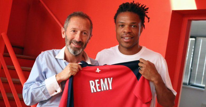Photo of Transfer News: Lille sign French striker Loïc Rémy From Las Palmas