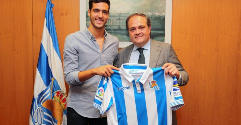 Photo of Transfer News: Real Sociedad sign Mikel Merino from Newcastle
