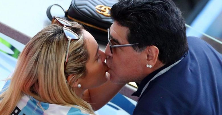 Photo of PHOTOS: Maradona Having Fun With His Partner While France Thrashed Argentina