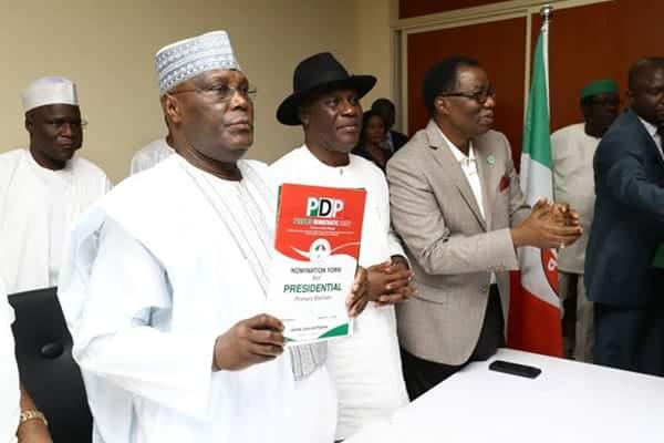 PHOTOS: Atiku Breaks Down In Tears As He Picks 2019 PDP Presidential Form - OkayNG News