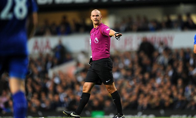 Photo of Premier League Referee Bobby Madley Resigns