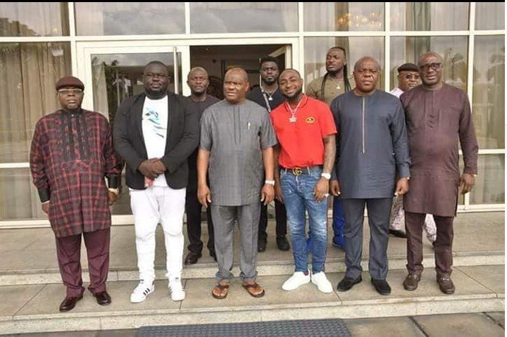 Dk09pyNV4AEOwGV - PHOTOS: Governor Wike Hosts Davido And His Crew At Rivers Government House