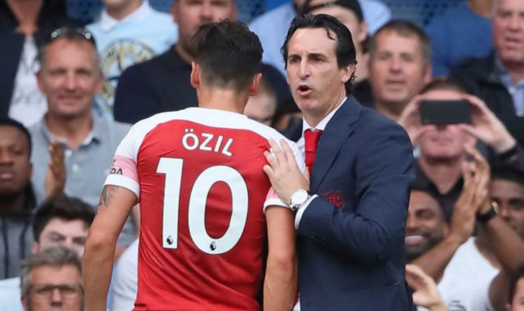 Dk8tyHeVAAEPb V - Unai Emery disclose what the club will do to Mesut Ozil after losing 3-2 to Chelsea