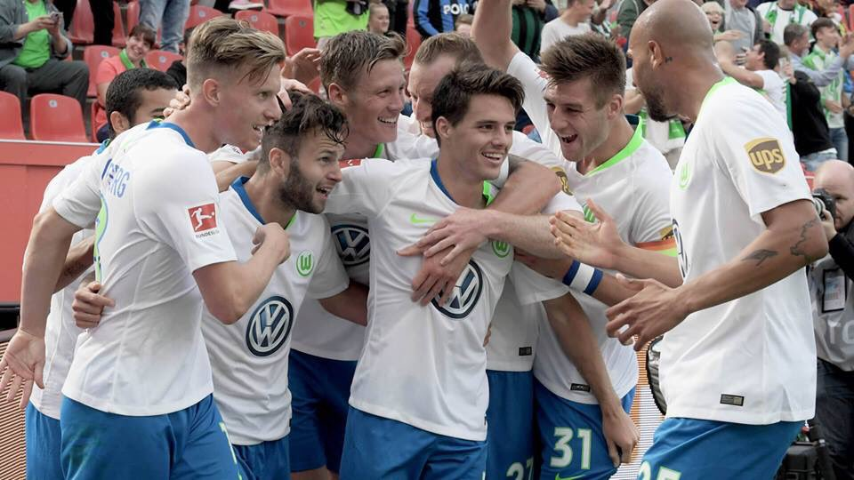 DmBr2P9X0AA0h4Y - VIDEO: Bayer Leverkusen 1 – 3 Wolfsburg (Bundesliga) Highlights
