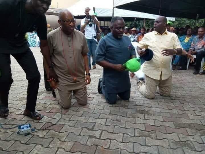 Dokg2XMUUAAaAb0 - See Trending Photo Of Former House Of Rep Member kneeling As He Beg Delegate For Their Vote