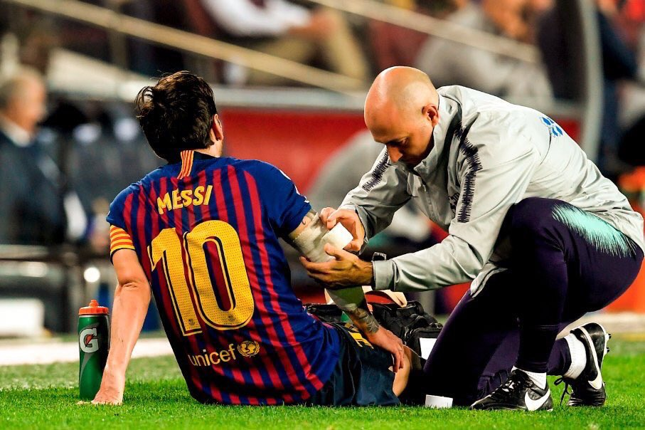 Dp Jv3fXcAAzhVI - Lionel Messi Ruled Out Of Next Week's El Clasico [Read Details]