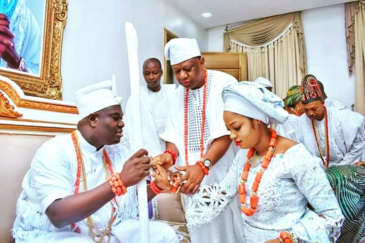 Photos of Ooni of Ife with His New Wife, Naomi Oluwaseyi