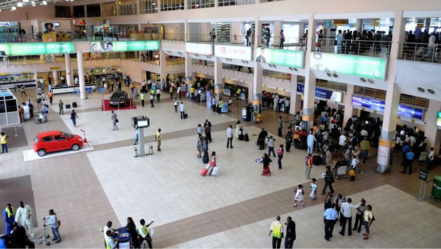 Photo of EFCC Operatives Intercept N211m Gold at Lagos Airport