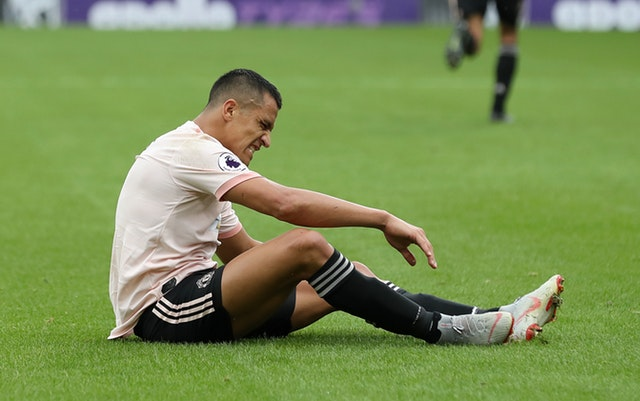 "Photo of Mourinho Reveals Why Sanchez May Not Return Until 2019 After Suffering An ""Aggressive"" Hamstring Injury"