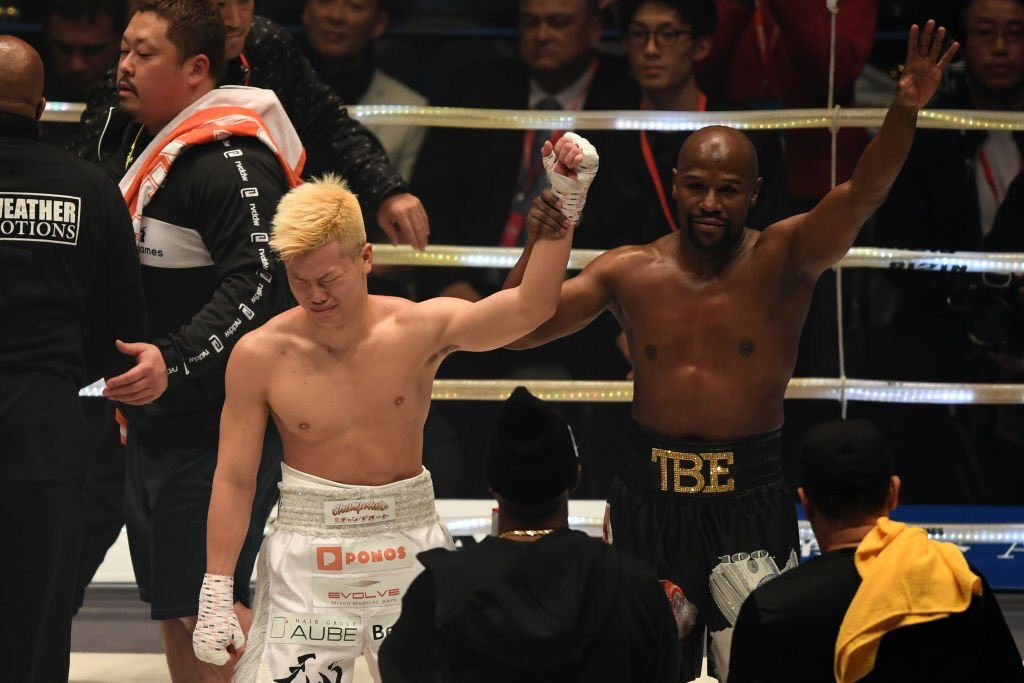 Photo of Floyd Mayweather Knocks Down Tenshin Nasukawa To Maintain His Unbeaten Record