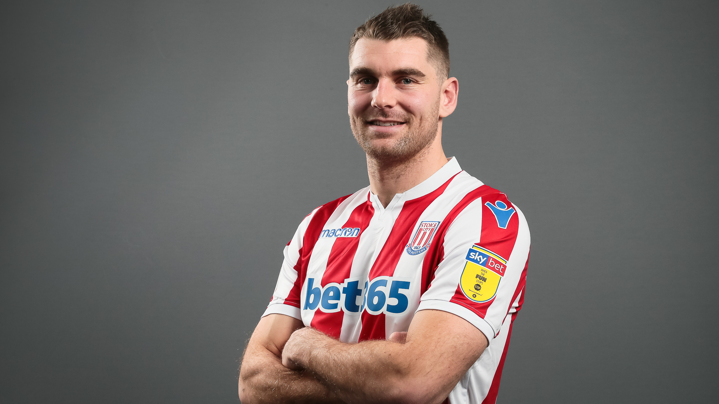 Photo of Sam Vokes joins Stoke City from Burnley
