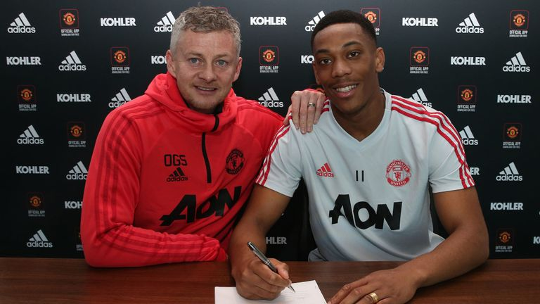 Photo of Anthony Martial signs new deal to stay at Manchester United till 2024