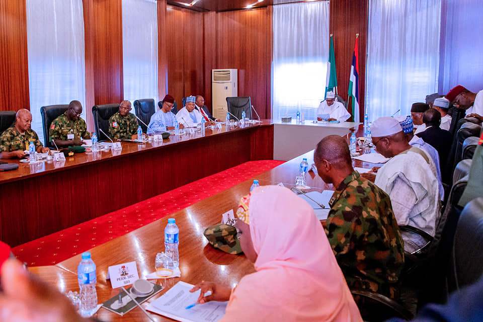 52348498 2081311431961186 3950004679655555072 n - Photos from Buhari's meeting with governors, service chiefs