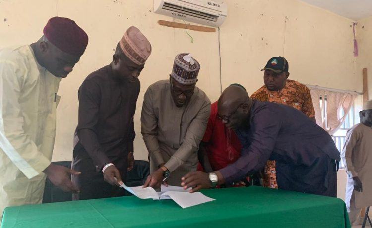 Gov. Ahmed signs MOU with Labour leaders as he approves release of funds for LG/SUBEB arrears - OkayNG News
