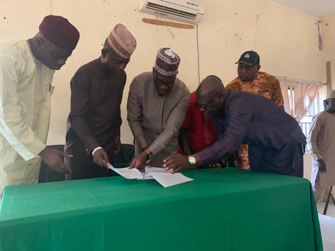 Ahmed Labour Kwara Okay ng - Gov. Ahmed signs MOU with Labour leaders as he approves release of funds for LG/SUBEB arrears