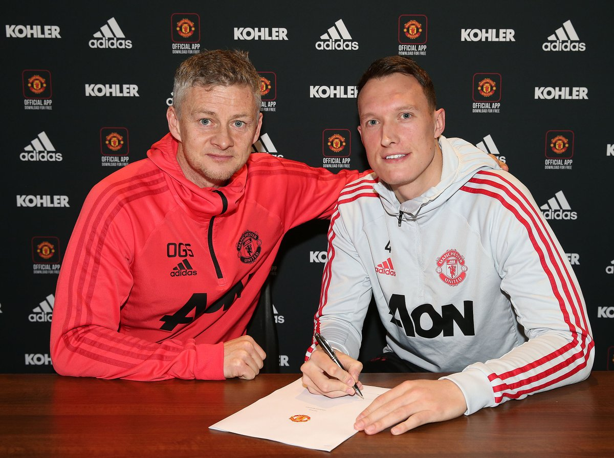 Dy3s tfX4AEoJsK - Phil Jones signs new deal to stay at Manchester United till 2023