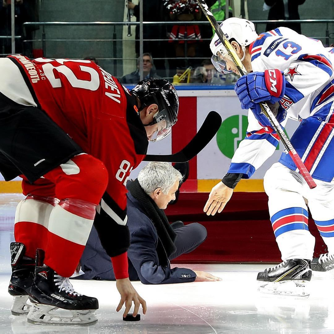 Mourinho suffers embarrassing fall at Hockey match in Russia [Video]