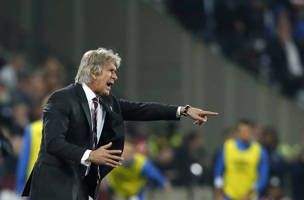 Photo of Manuel Pellegrini angry with players over defeat against Everton