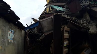 20190325 153130 750x750 390x220 - Photos from scene of Another storey building that collapsed in Lagos Island