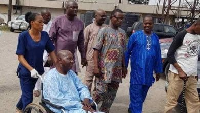 Baba Suwe LUTH Okay ng e1555951516648 390x220 - Actor Baba Suwe flown abroad for further medical treatment