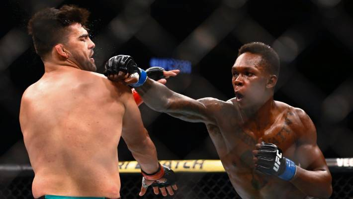 Photo of Israel Adesanya knocks out Kelvin Gastelum in fifth round to win UFC interim middleweight title