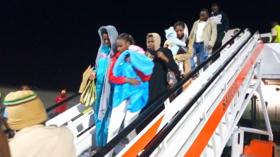 Nigerians Return from Libya Okay ng - 136 Nigerians stranded in Libya arrive Lagos
