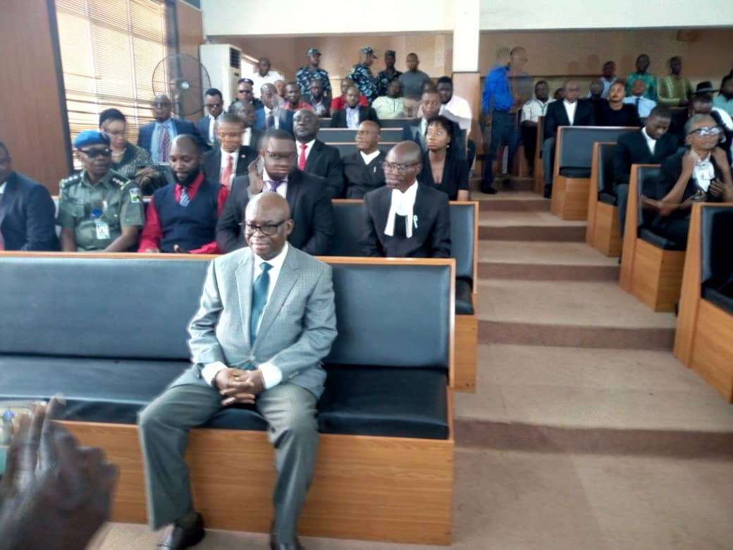 Onnoghen Okay ng 1 - Onnoghen at CCT as he awaiting final verdict on his trial [Photos]