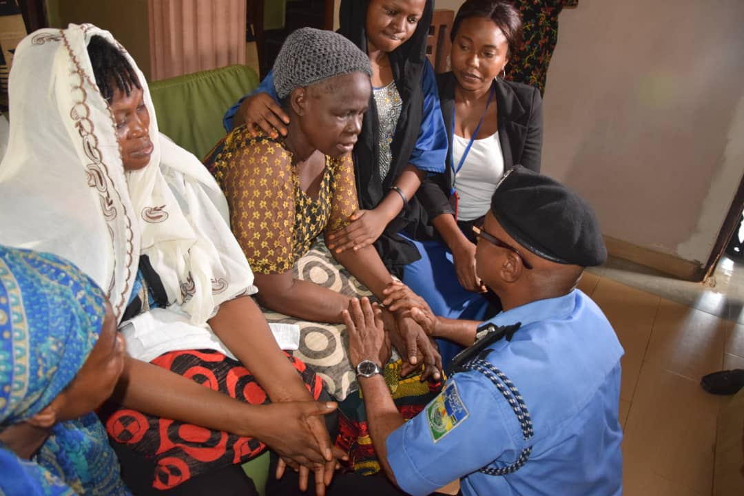Police CP Kolade family Okay ng 4 - Lagos Police Commissioner visits Kolade Johnson's family [Photos]