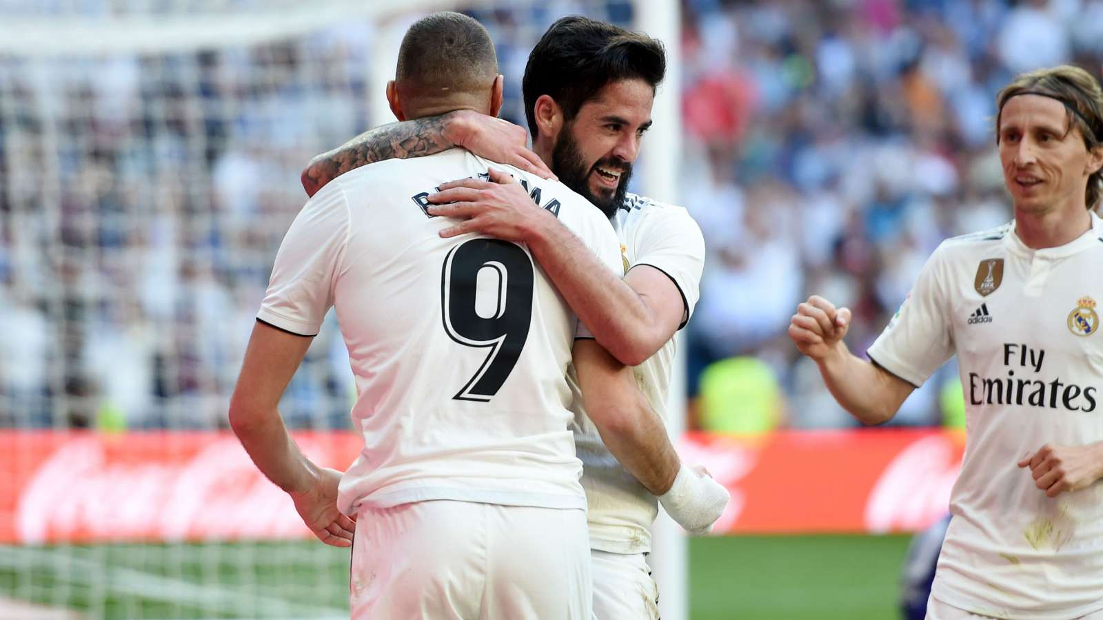 benz cropped 111z3ri1032cp12s9f2gi6w3w3 - Real Madrid defeats Eibar 2-1: LaLiga Highlights [Video]
