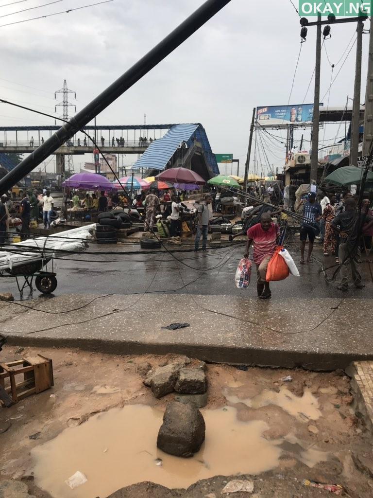 Lagos fall Okay ng 9 - Heavy morning rainfall causes flood, uproots trees in Lagos [Photos]