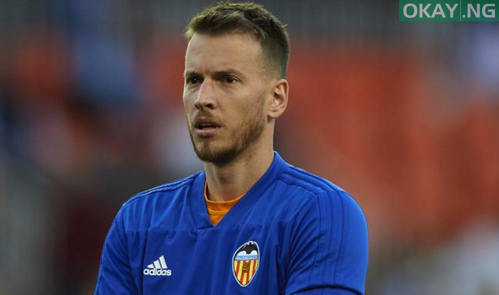 Photo of Barcelona complete the signing of 29-year-old goalkeeper