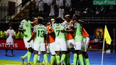 Nigeria celebrate Okay ng 390x220 - 2019 AFCON: Nigeria beat Guinea 1-0 to qualify for Round of 16