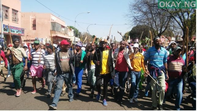 Photo of Armed South Africans protest on the street, demand foreigners to leave