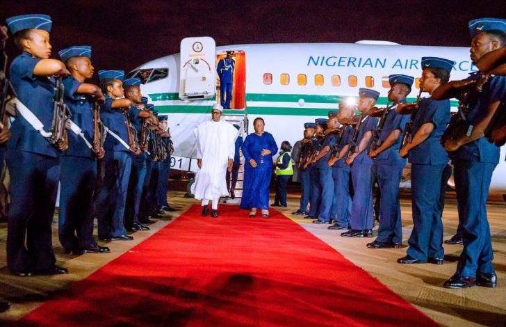 Photo of Buhari receives grand welcome as he lands in South Africa (Photos)