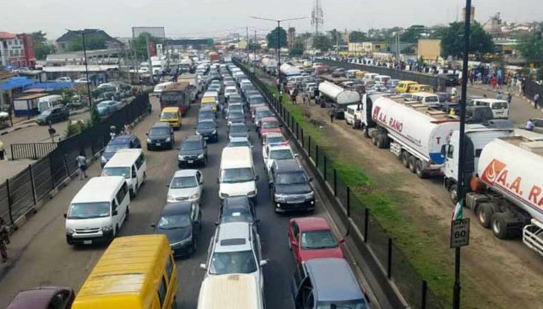 Photo of Reactions trail gridlock on Lagos-Ibadan expressway