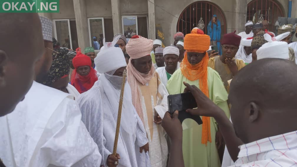 Photo of Dethroned Emir Sanusi, El-Rufai leave Awe for Abuja (Video)