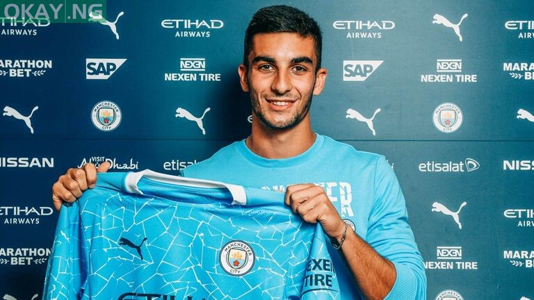 Manchester City signs Ferran Torres