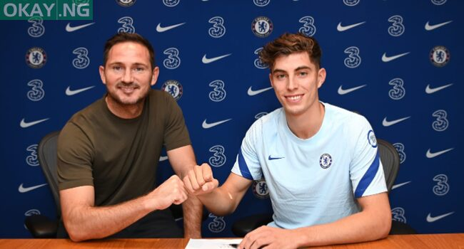 Chelsea coach Frank Lampard and new signing Kai Havertz bump fists after the latter joined the English premier league club from Bayer Leverkusen on September 4, 2020.